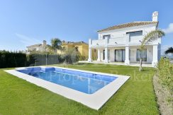 Unique brand new luxury five-bedroom Villa in Casares Costa
